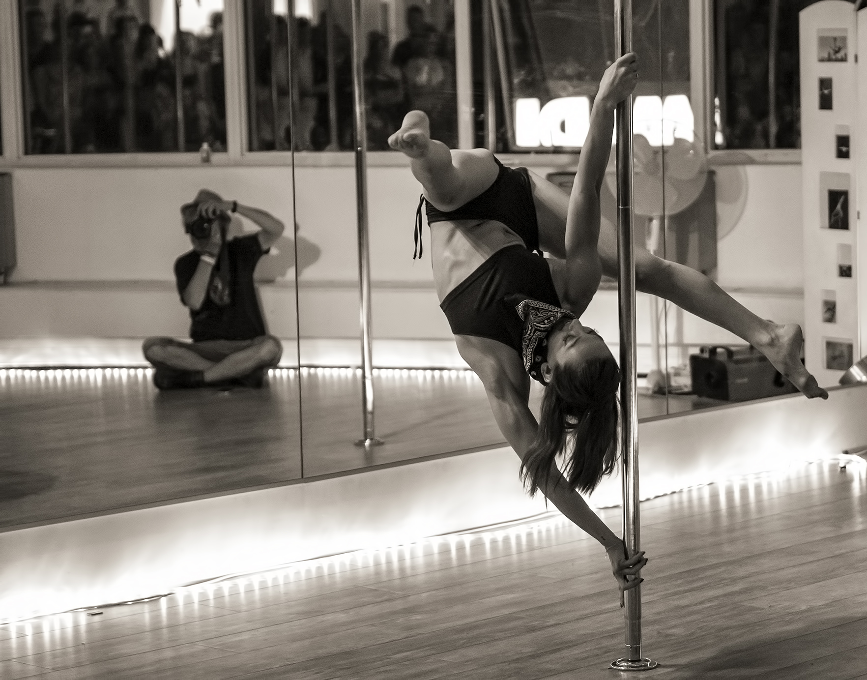 raul-bueno-clases-pole-dance-madrid